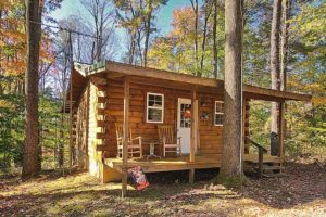 log cabin decorated for fall in Hocking Hills