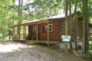 exterior of Trail Ridge log cabin in Hocking Hills