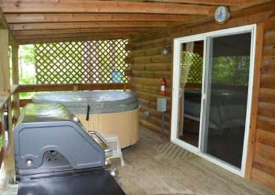 hot tub on porch of Trail Ridge cabin